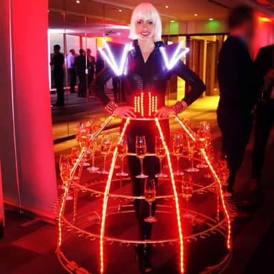 robe a champagne futuriste pullman tour Eiffel Paris