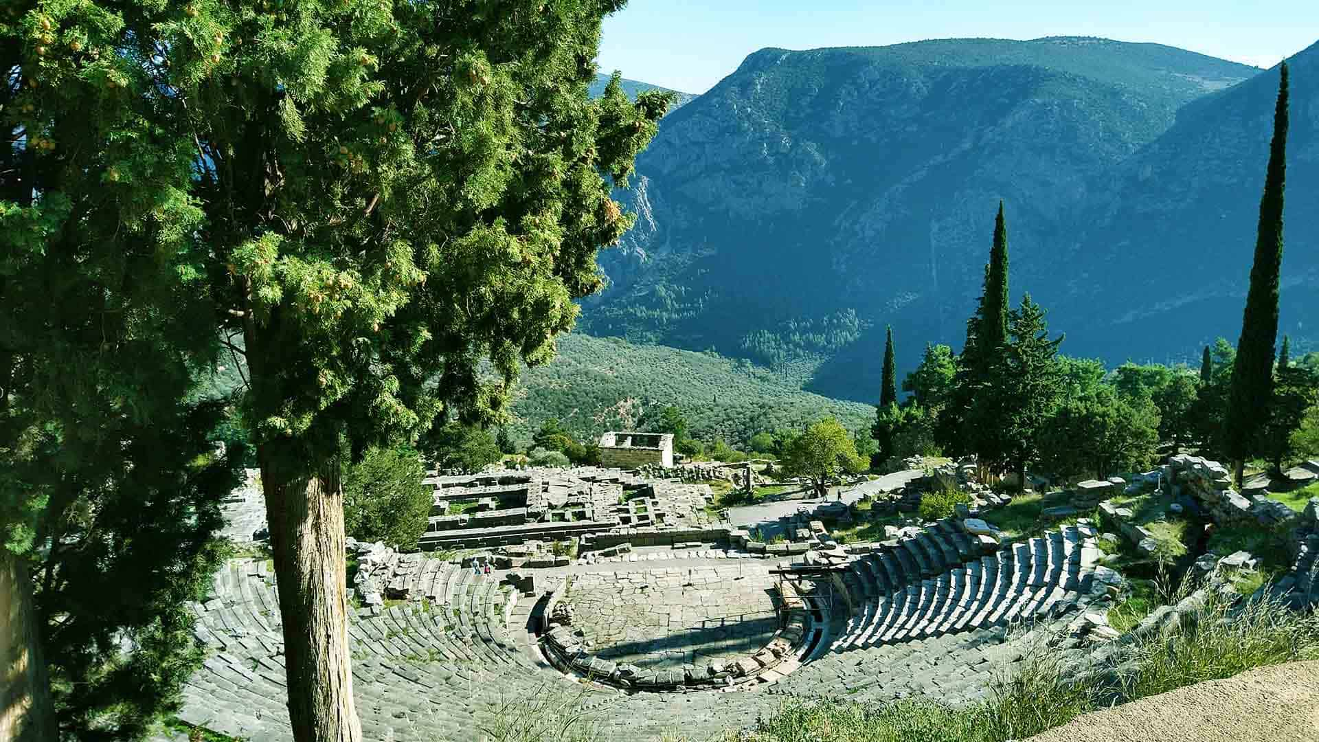 Encounter the theatre in Delphi with a dutch speaking or german speaking guide