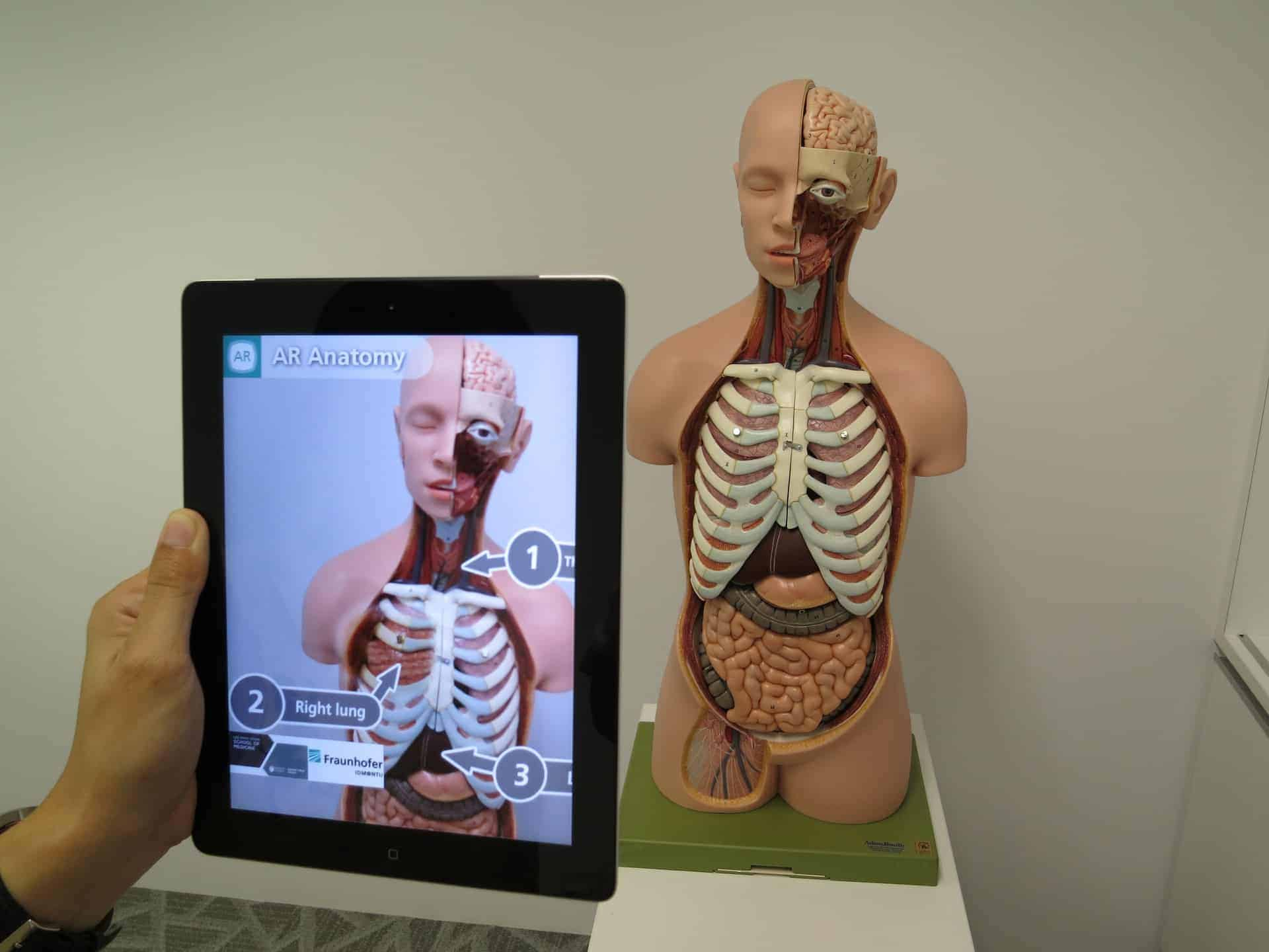 augmented-reality-1957411_1920 9 Recent Medical Innovations Disrupting The Healthcare Industry