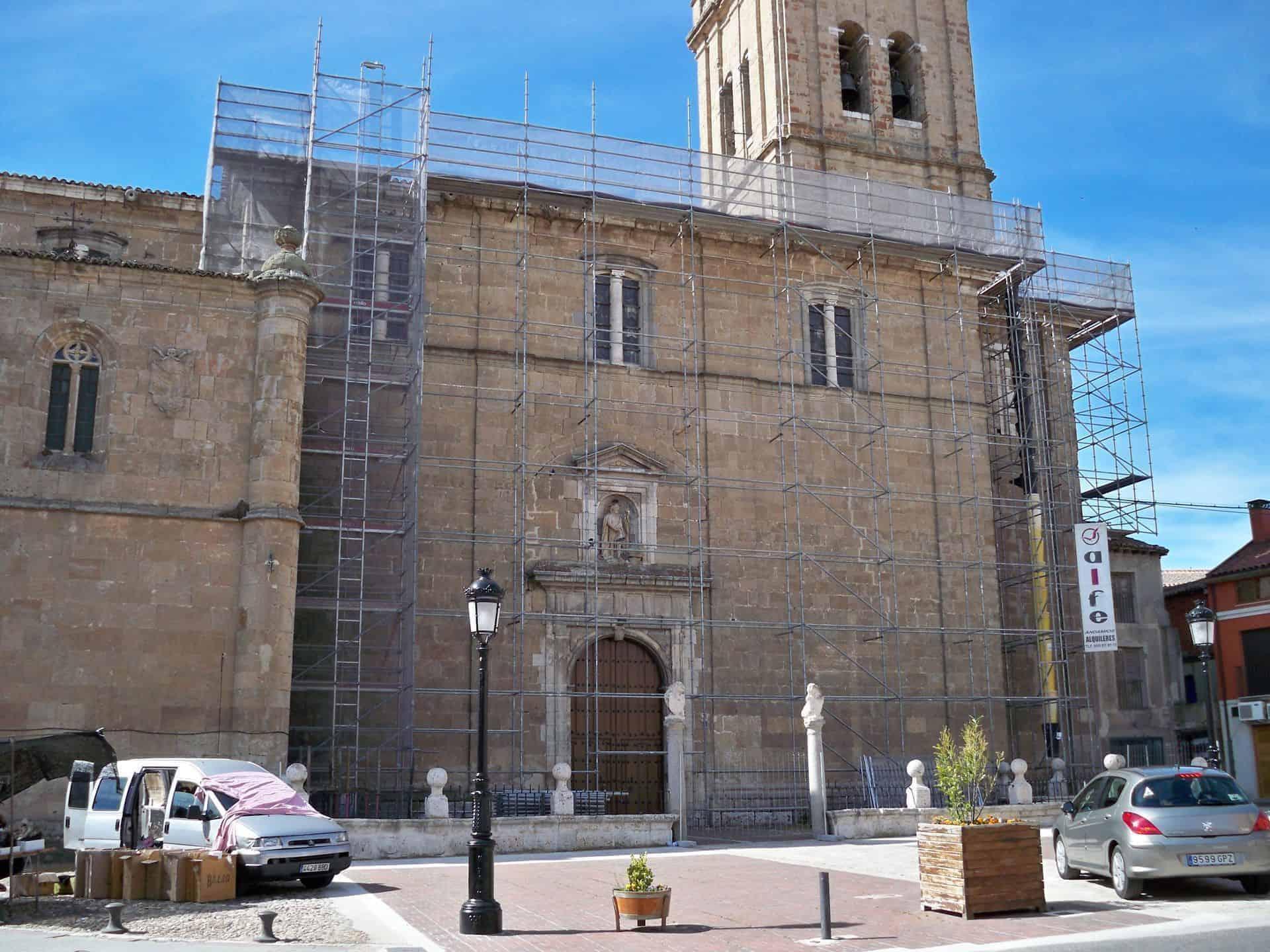montaje-andamio-rehbilitacion-iglesia-nava-del-rey