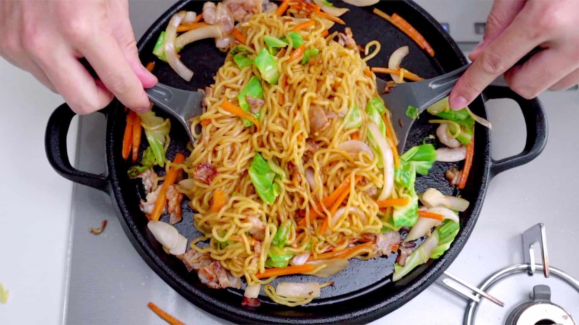 Add the yakisoba sauce and toss to coat evenly and caramelize.