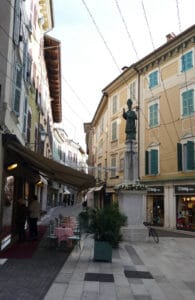 Salo Altstadt mit Statue
