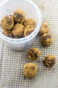 Raw chocolate energy balls