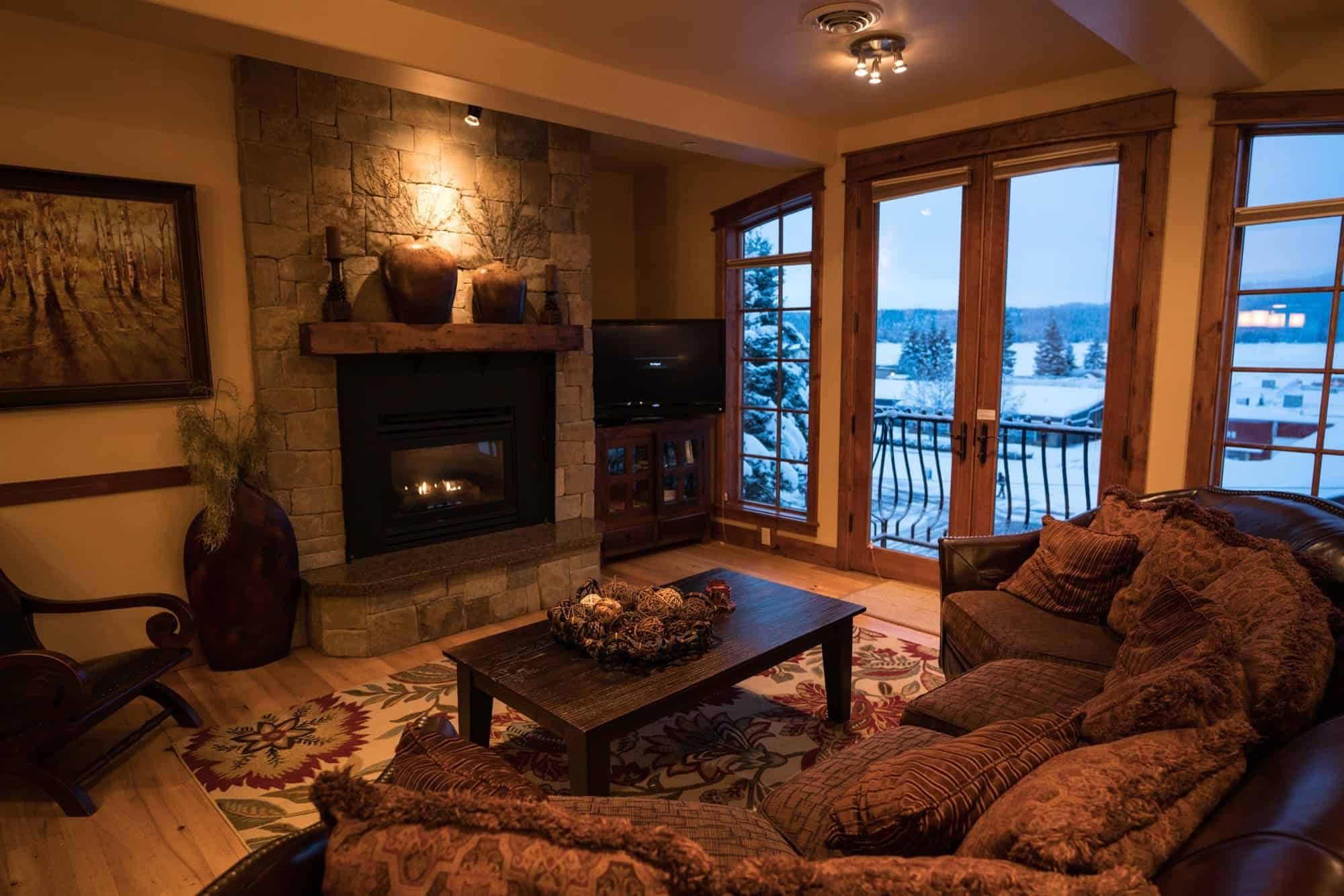 McCall is one of the best small mountain towns in the West. In this new 4-day McCall Idaho winter itinerary, we help you plan an adventurous winter vacation that includes skiing, snowmobiling, soaking in hot springs, fat biking & more.