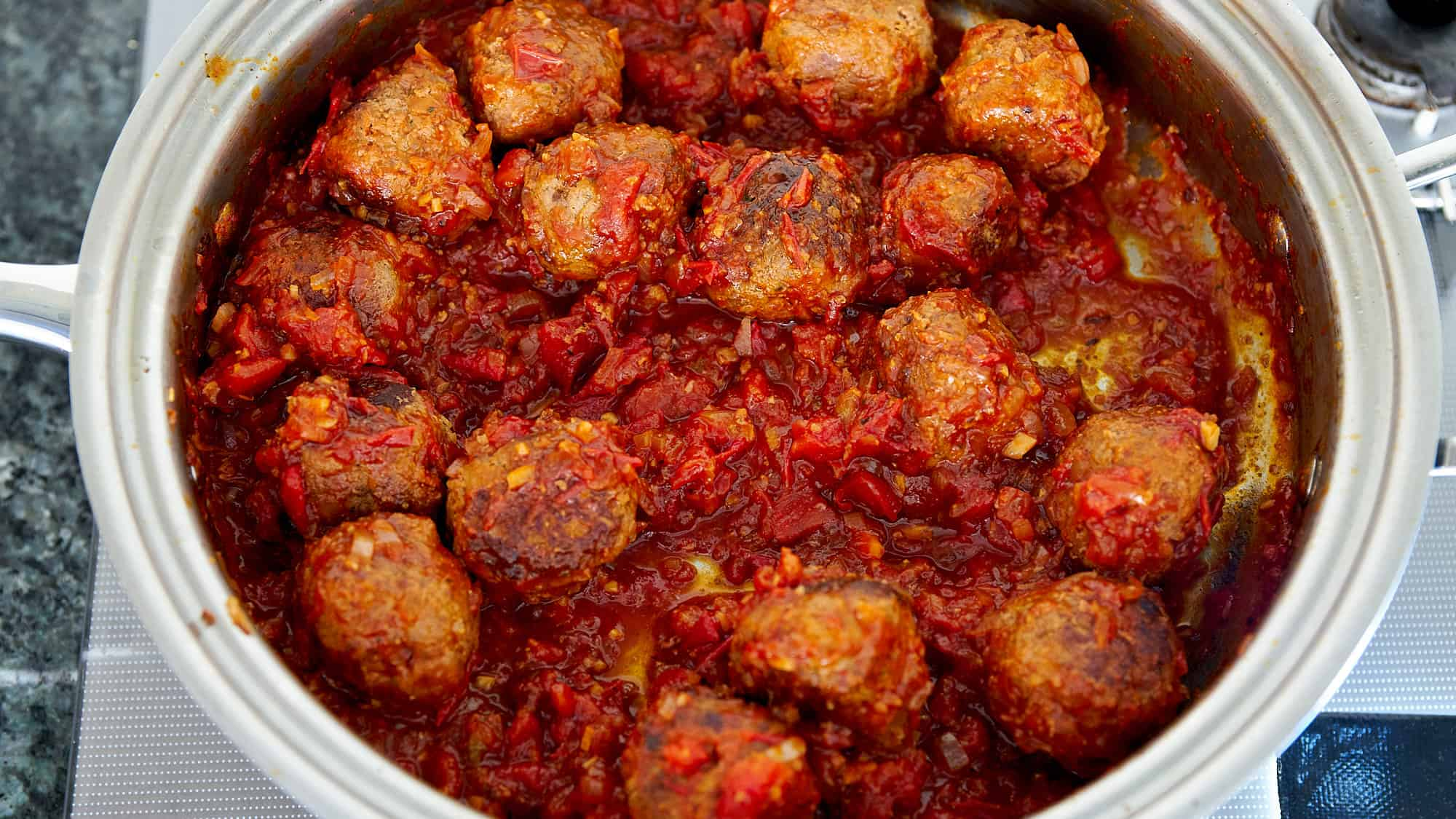 Simmer the meatballs together with the sauce until the sauce is thick and flavorful.