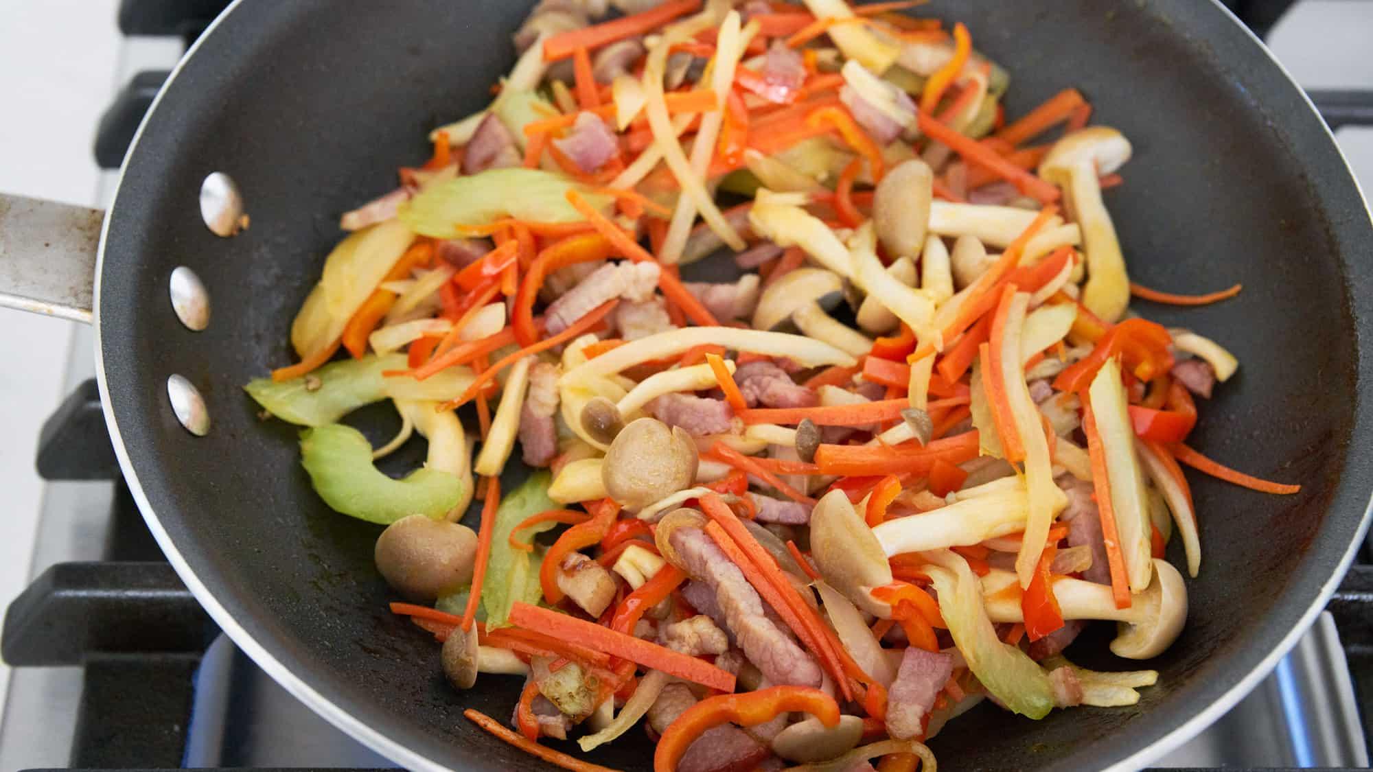 Sauteed vegetables for shirataki yakisoba.