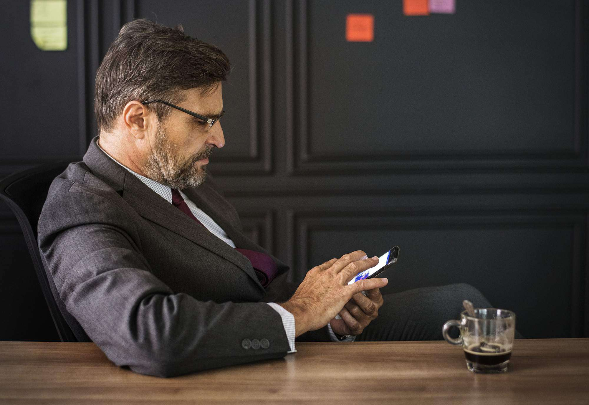How a live chat app can benefit your real estate business