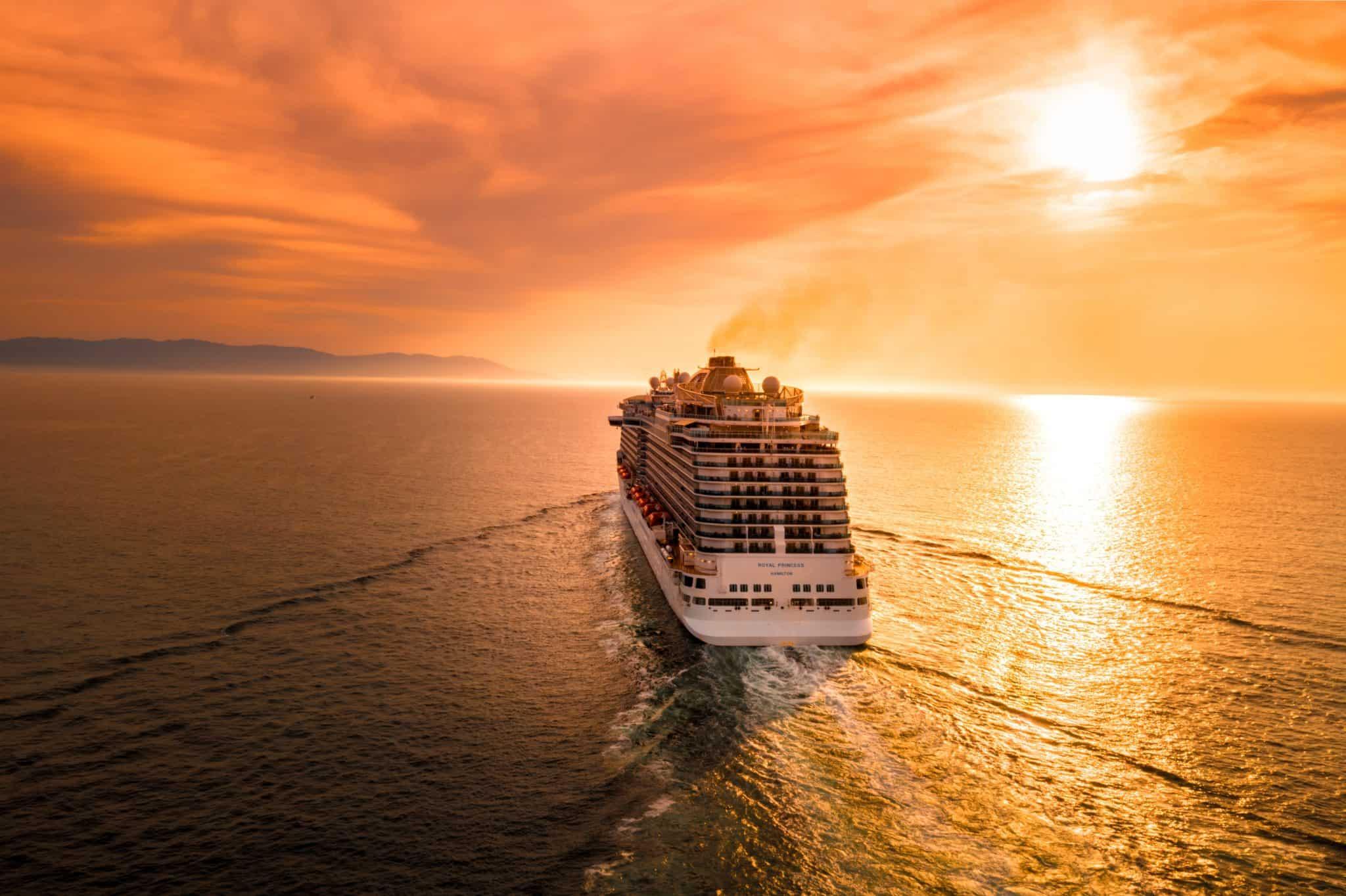 Kreuzfahrt in den Sonnenuntergang