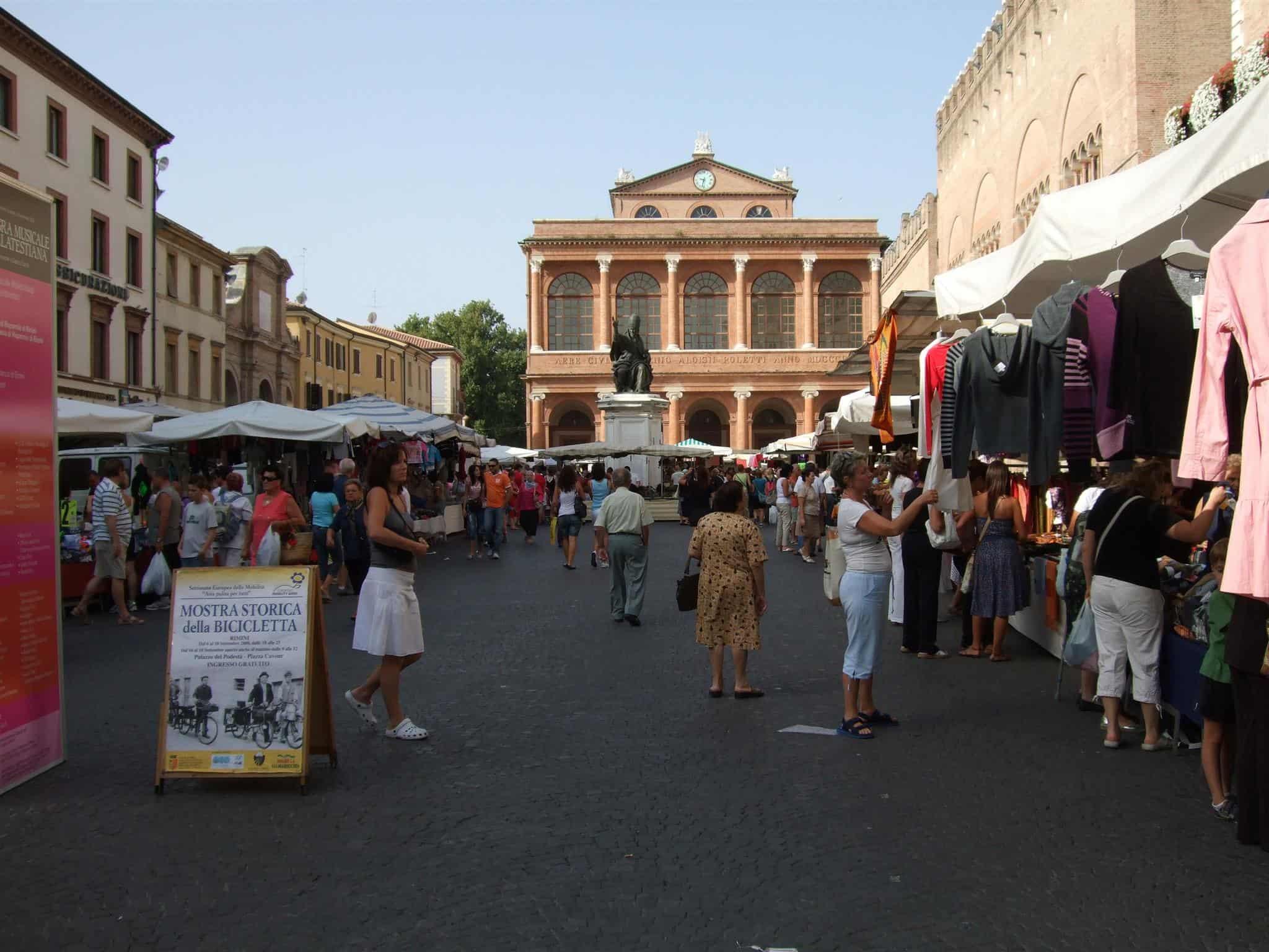 Markt in der Altstadt von Rimini