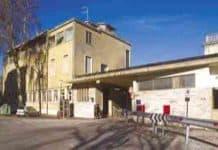 Lido, agenti all'ex ospedale aggrediti da senegalese col cane