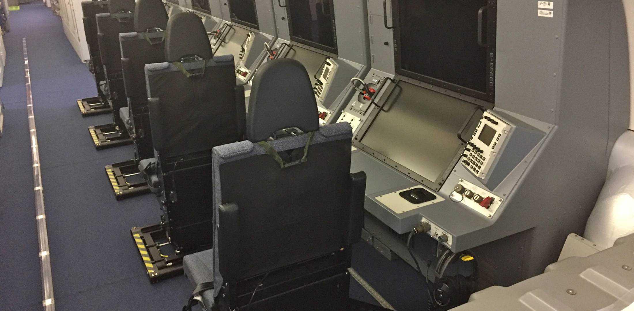 Робочі місця операторів в протичовновому літаку P-8A Poseidon