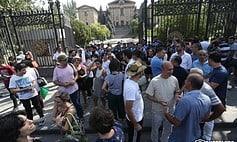 Ուղիղ միացում. Ոստիկանները, ուժ կիրառելով, հեռացրին ցուցարարներին Բաղրամյան պողոտայից
