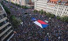 Պրահայում հարյուր հազարավոր մարդիկ պահանջում են միլիարդատեր վարչապետի հրաժարականը