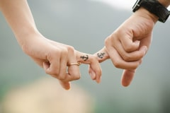 Partner Tattoo am Finger