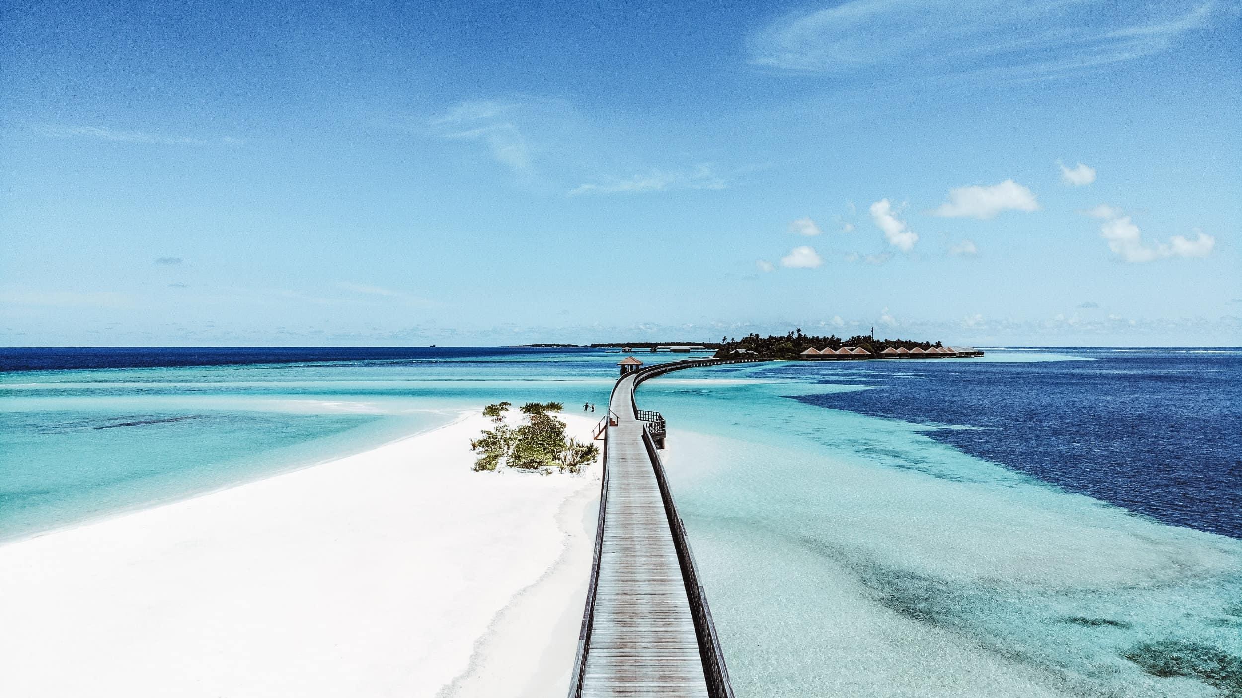Steg zwischen den beiden The Residence Maldives Resorts
