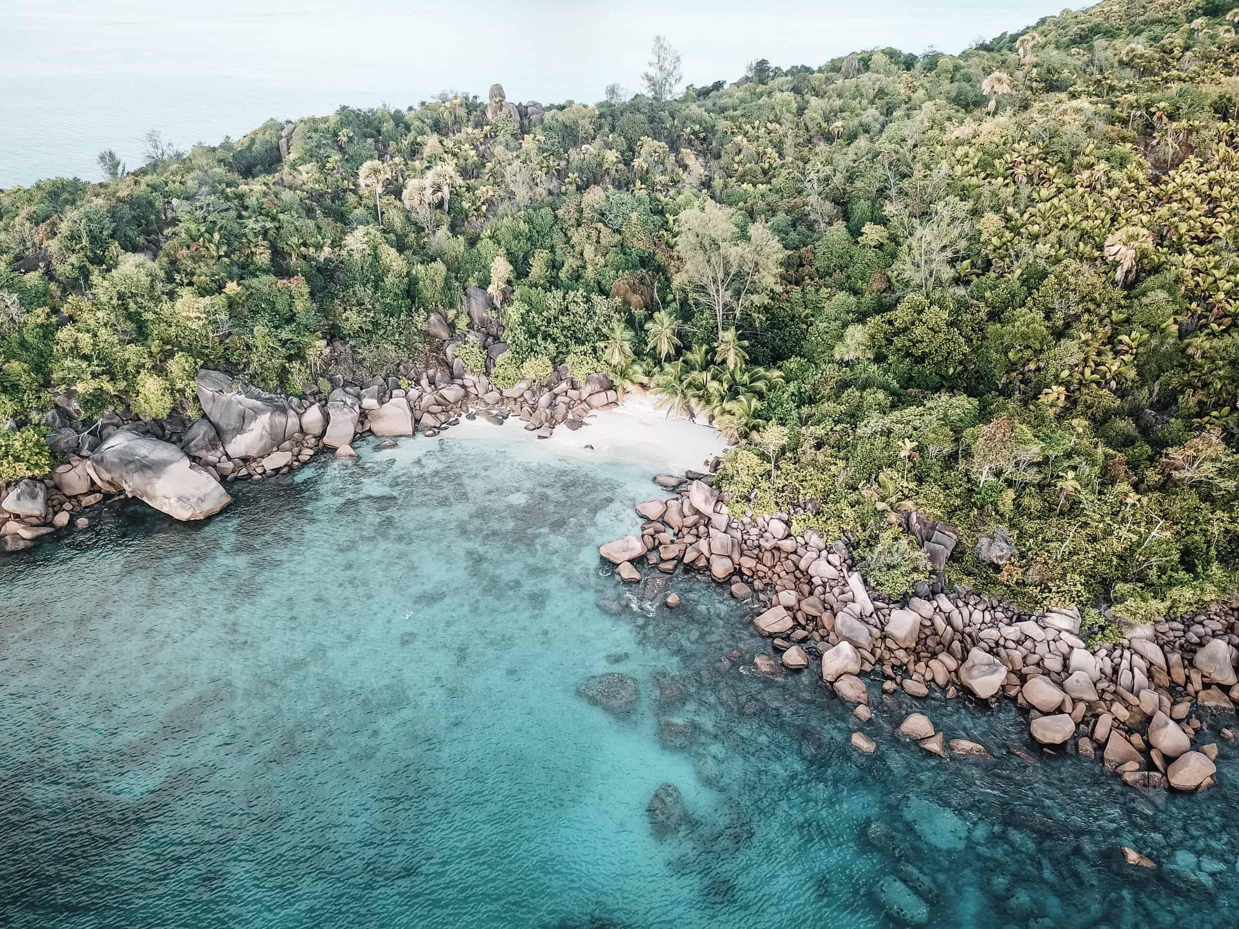 Strand in der Nähe des Anse Lazio auf Praslin Seychelles