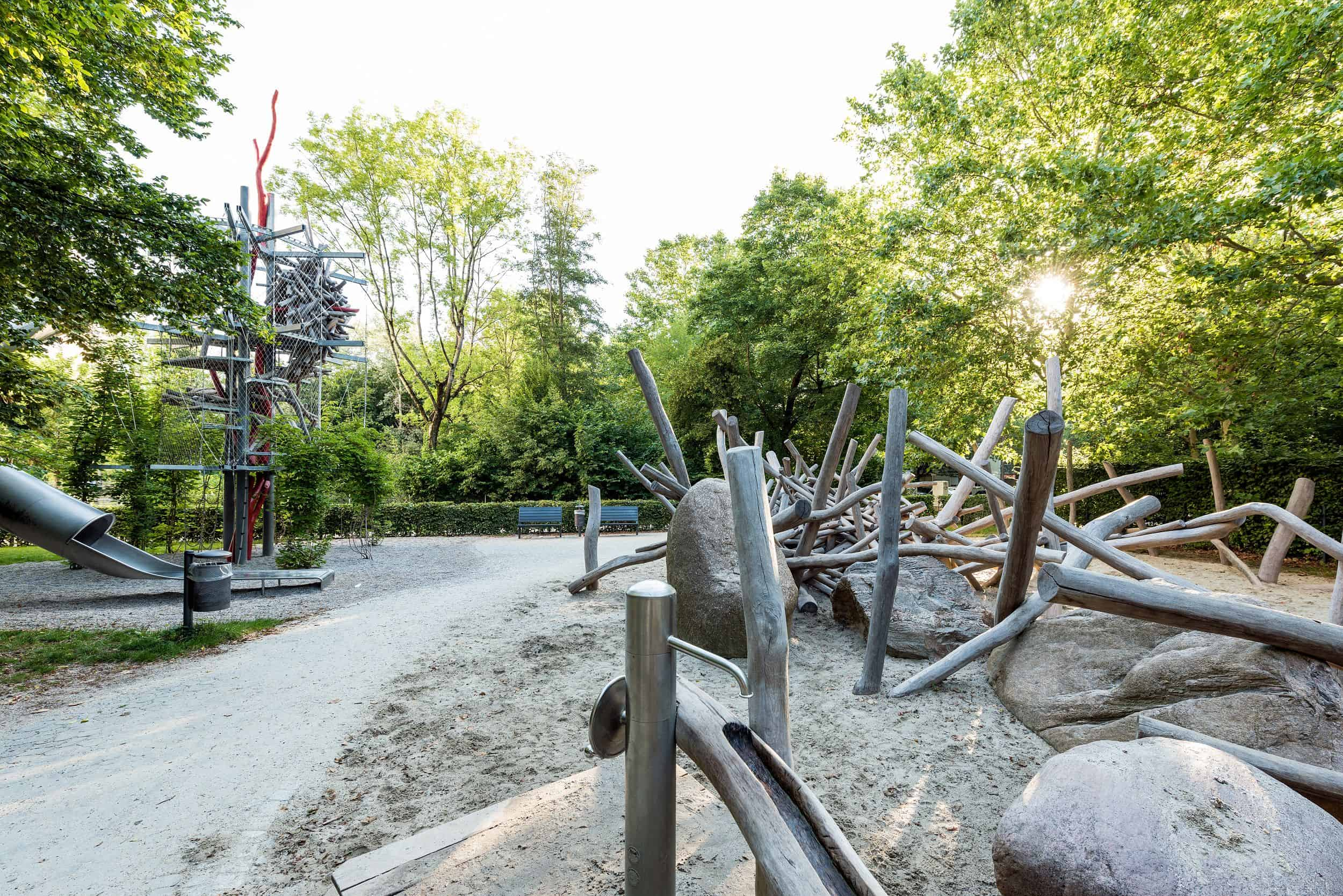 Bild: Blick über die Schwabinger Spiellandschaft im Umfeld des Schwabinger Tors, Foto: Johann Hinrichs Photography