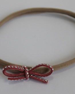 Nylon haarbandje met koraalroze strass strikje