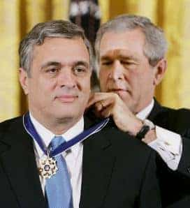 Tenet receiving Presidential Medal of Freedom from President Bush