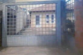 Vendo casa de 180 mil com 3 dormitórios sendo uma suite na vila Nasser