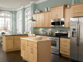 the combination between North American maple kitchen cabinets and Whyte Blue wall paint