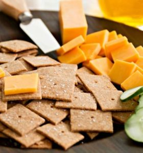 Homemade Wheat Thins Crackers Recipe - 15 minutes is all you need