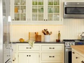 traditional kitchen with beadboard backsplash