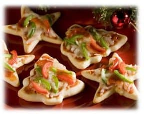 Mini Christmas Pizzas - 25 Amazing Christmas Party Appetizer Recipes! Fun Food Ideas and more for a Holiday Party. LivingLocurto.com