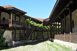 Роженский монастырь из дерева и камня