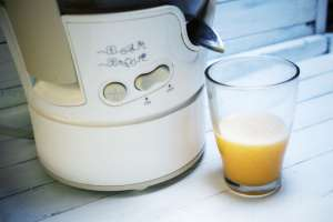 What is a Cold Press Juicer? Juicer and glass of juice