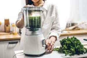 making leafy green vegetable juice