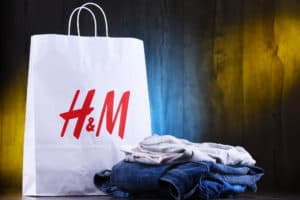hm-swot-analysis H and M paper shoping bag