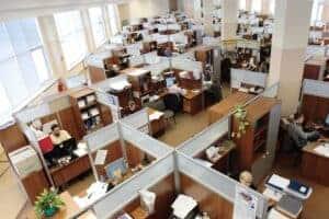 Büro mit vielen Mitarbeitern