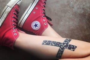 Lateinisches Kreuz Tattoo
