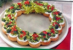 Christmas Appetizer Wreath - 25 Amazing Christmas Party Appetizer Recipes! Fun Food Ideas and more for a Holiday Party. LivingLocurto.com