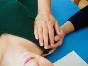 Atembehandlung Schulterkuppe