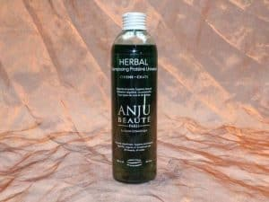 Anju Beauté Herbal Shampoo 250 ml 1 300x225 - [:nl]Anju-Beauté, Herbal Shampoo,250 ml[:en]Anju-Beauté, Herbal Shampoo,250 ml[:de]Anju-Beauté, Herbal Shampoo,250 ml