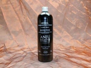 Anju Beauté Herbal Shampoo 500 ml 1 300x225 - [:nl]Anju-Beauté, Herbal Shampoo,500 ml[:en]Anju-Beauté, Herbal Shampoo,500 ml[:de]Anju-Beauté, Herbal Shampoo,500 ml