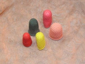 TLC Thimble Extra Large 1 Pcs. 2 300x225 - TLC, Plukvingerhoed Extra Large, 1 Pcs.