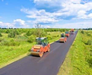 Строительство дороги за городом