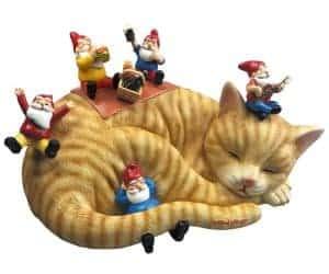 cat garden gnome