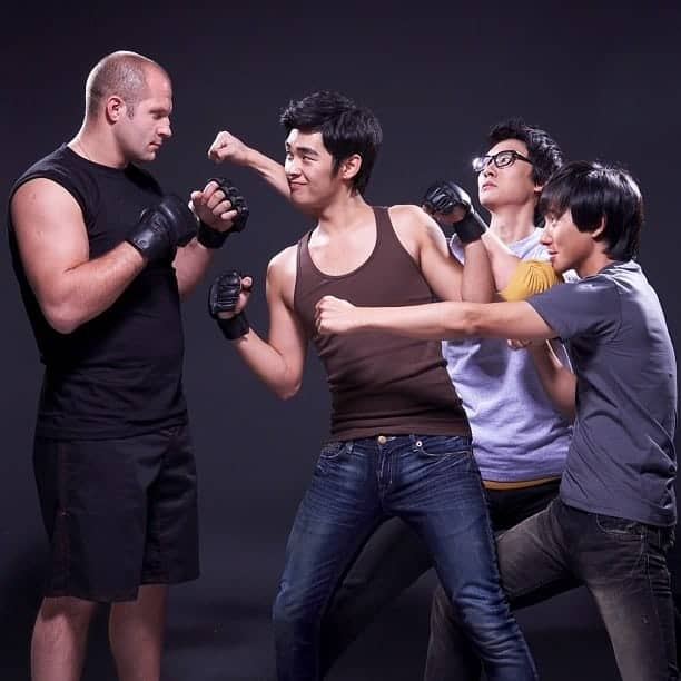 Pic of the Day: Fedor poses with some Korean fans