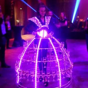 soirée theme Futur animation robe a champagne