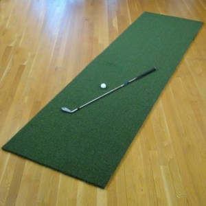 the net return runner golf hitting mat with golf club and golf ball