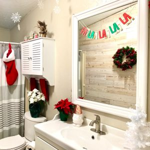 Christmas bathroom decor