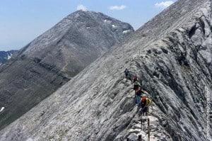 Senderistas en pico de montaña Vihren
