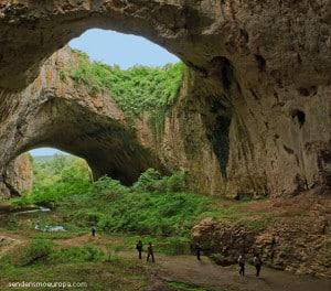 Cueva Devetaska