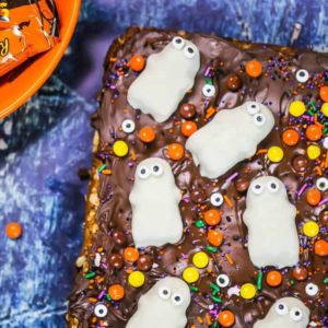 Flourless Halloween Reese's Cookie Bars