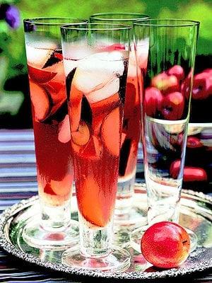 Sparkling Autumn Sangria Recipe | Winetraveler.com