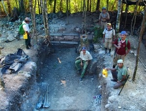 Vorbereitete Grube, um die Steinmetzarbeiten zu vergraben